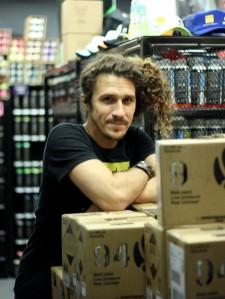 Ivan De Lucía, de 33 años, nació en Venezuela y junto a su familia han trabajado en I.D Art. Durante Art Basel, dice que hay veces que duerme en la tienda por la cantidad de trabajo que se presenta.